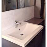 Mobile Archeda srl modello Essenze Rovere Spazzolato Argilla con cambio profondità e lavabo in mineral-marmo.